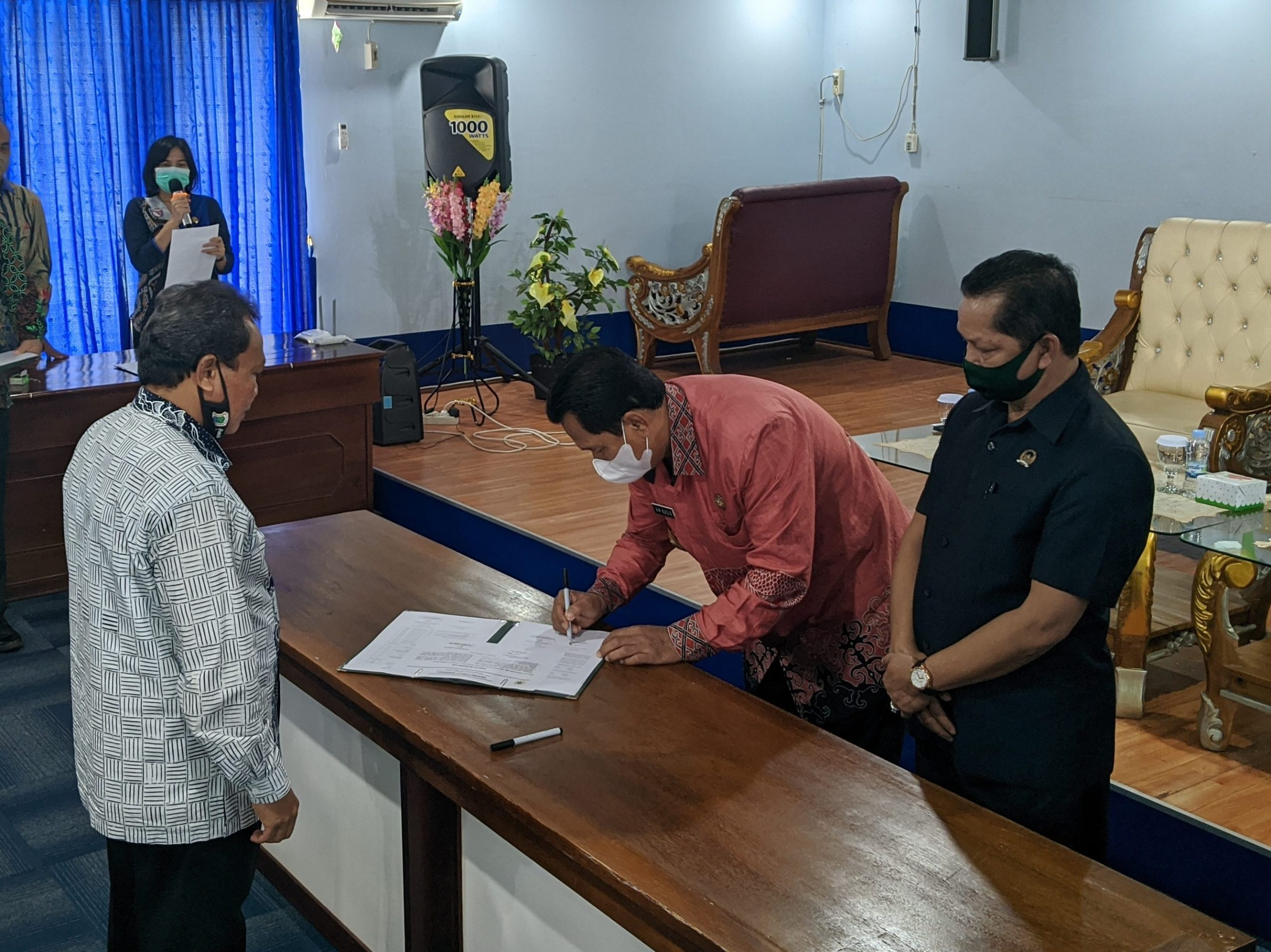 Penandatanganan perjanjian kinerja dan pakta integritas dilingkungan Pemerintah Daerah Kabupaten Kapuas Hulu Tahun 2021 oleh Bupati kabupaten Kapuas Hulu, bapak A.M Nasir, S.H.